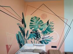 роспись стены детской тропические листья и геометрия
