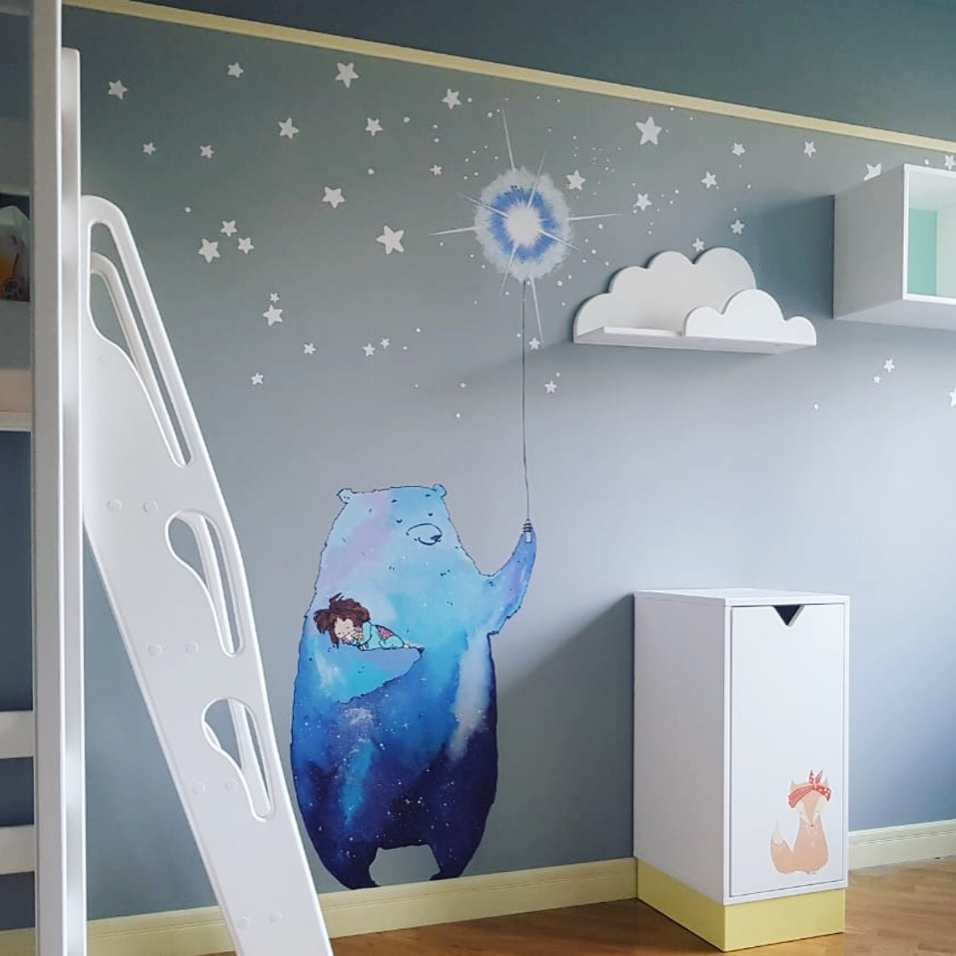мишка на стене в детской