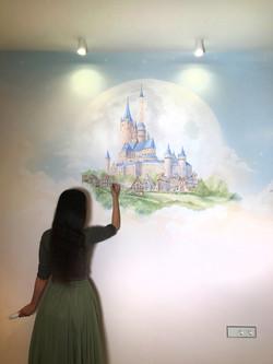 волшебная и необычная роспись стен детской - замок в облаках и единорог