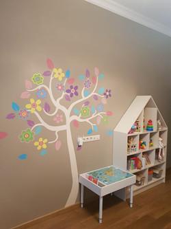 дерево на стене детской светлое волшебно