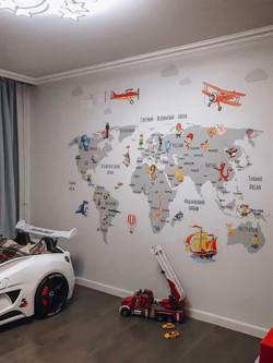 роспись стен детской карта мира с машинами и летательными аппаратами