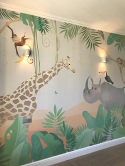 красивая роспись стен детской джунгли