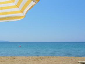 Arkoudilas: The beach under white cliffs