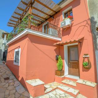 Natasa's Cozy House, Doukades