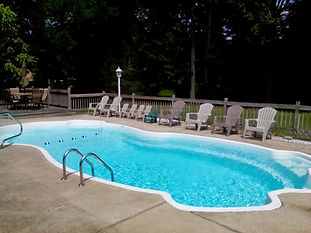 Vacation home in quiet neighborhood on Golf Course. 3 b, 2 ba, beds for 12 + futon + pack'n'play; great for families. Private in ground pool with large deck, fire pit, gas grill, front porch with swing. A/C, WiFi, Pool Table & Ping Pong. 1 mile from GOTL strip, 1/2 mile from Lake Erie.