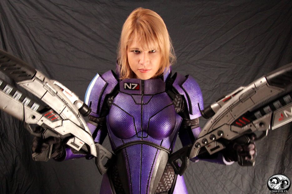 Female Shepard N7 Armor and Rifles