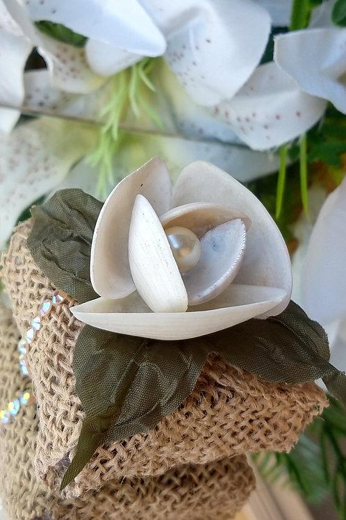 (20 unidades) Porta bem casado de juta com flor de conchas