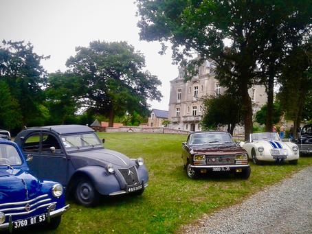 Rallye de voitures anciennes dans le parc du Château de la Roche