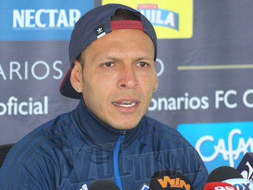 """""""Tengo que mejorar cada día, quitar mejor las pelotas y que no me saquen tanta tarjeta"""" Juan Guiller"""
