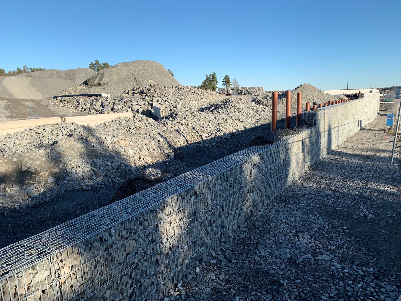 Mur 1 längs Mätarvägen