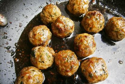 Pan fried lamb, garlic & rosemary meatballs