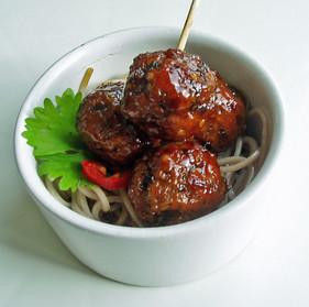 Chicken yakitori style meatballs & soba noodles