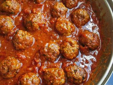 Braised beef meatballs in tomato sauce
