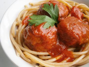 Seitan Italian style 'meatballs' in tomato sauce (vegan)