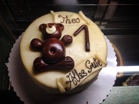 Torte zum 1. Geburtstag mit Bär