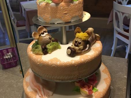 Hochzeitstorte mit Marzipanfiguren