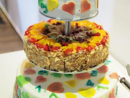 3 stöckige Torte zum Schuleintritt mit Obst