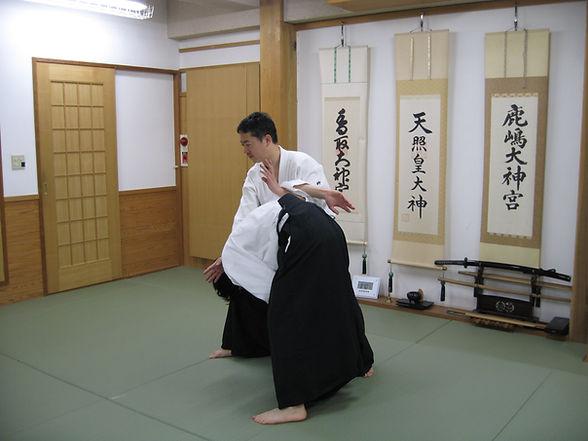 京都、合気道、伏見、淀、気功、呼吸法、護身術、武道、武術、古武道、剣、槍、禅、武徳殿、健康、関節技、格闘技、内家拳、拳法、杖、冥想、気、体操、技、波動、合気、八卦掌、形意拳