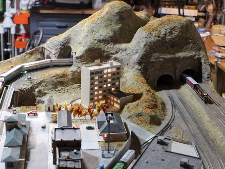 Building a 3.5' x 5.5' N Scale Layout Part 3: More Scenery, Structures, Signals, and Lighting