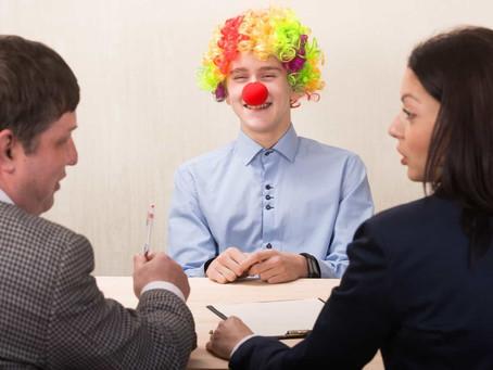 Человек смеясь расстается со своим... будущим. О несовместимости собеседования и юмора