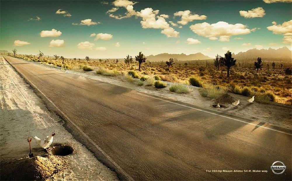 Реклама автомобиля Nissan Altima. Чтобы не рисковать своей жизнью при встрече с этим автомобилем куры предпочитают переходить дорогу под землей. Авторы - агентство TBWAChiatDay.