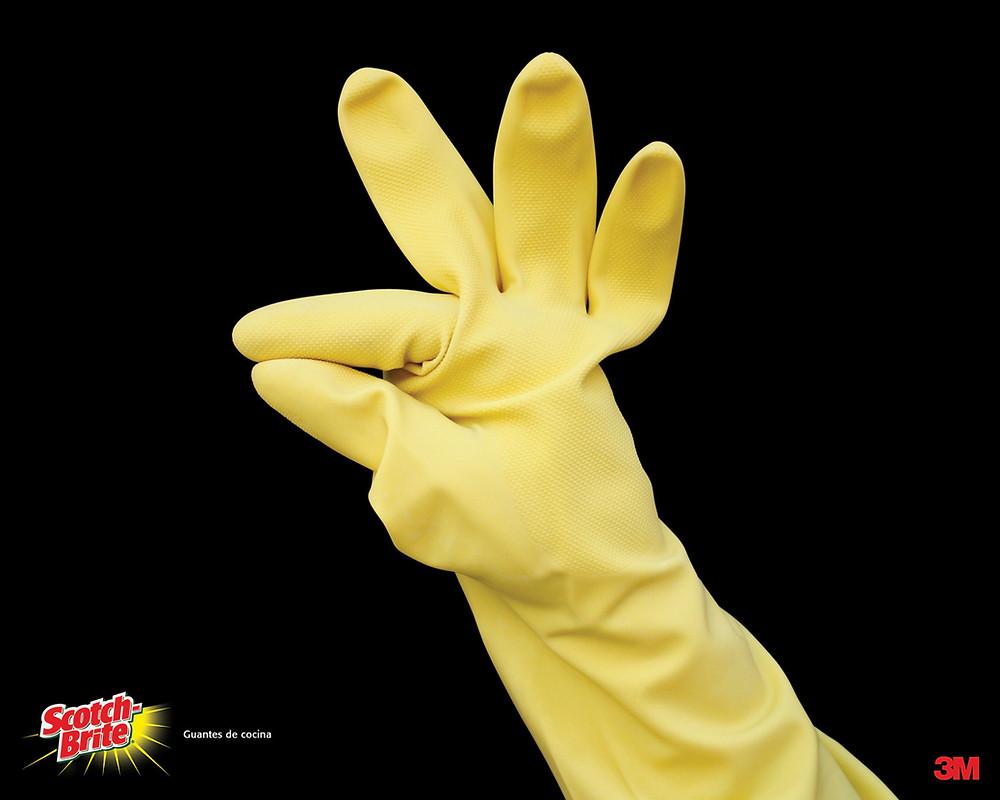 Реклама кухонных перчаток Scotch-Brite.