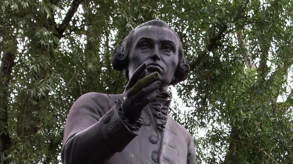 Иммануил Кант - левша, немецкий философ, родоначальник немецкой классической философии, родился раньше срока