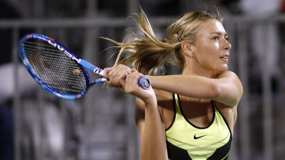 Мария Шарапова - переученная левша,  российская теннисистка, экс-первая ракетка мира, победительница пяти турниров Большого шлема в одиночном разряде в 2004—2014 годах, одна из десяти женщин в истории, кто обладает так называемым «карьерным шлемом»