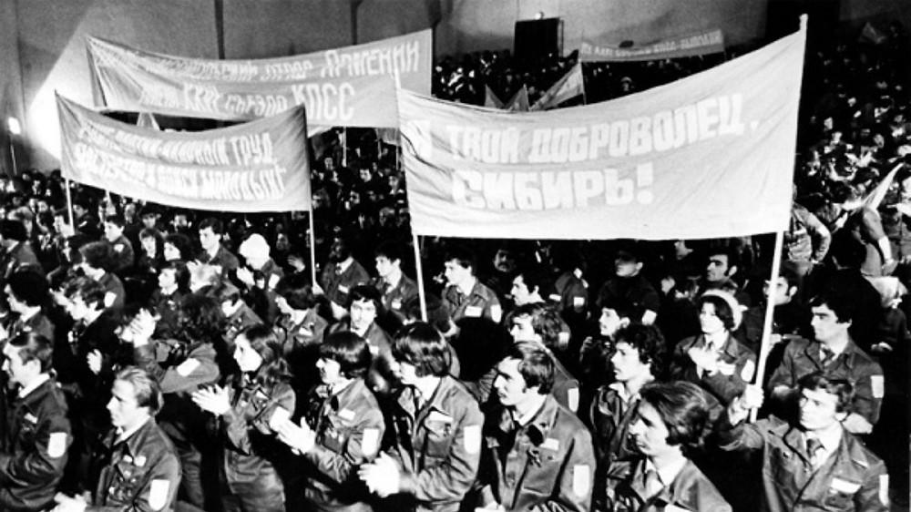Собрание добровольцев, вступивших в студенческий строительный отряд. Источник: guz.ru