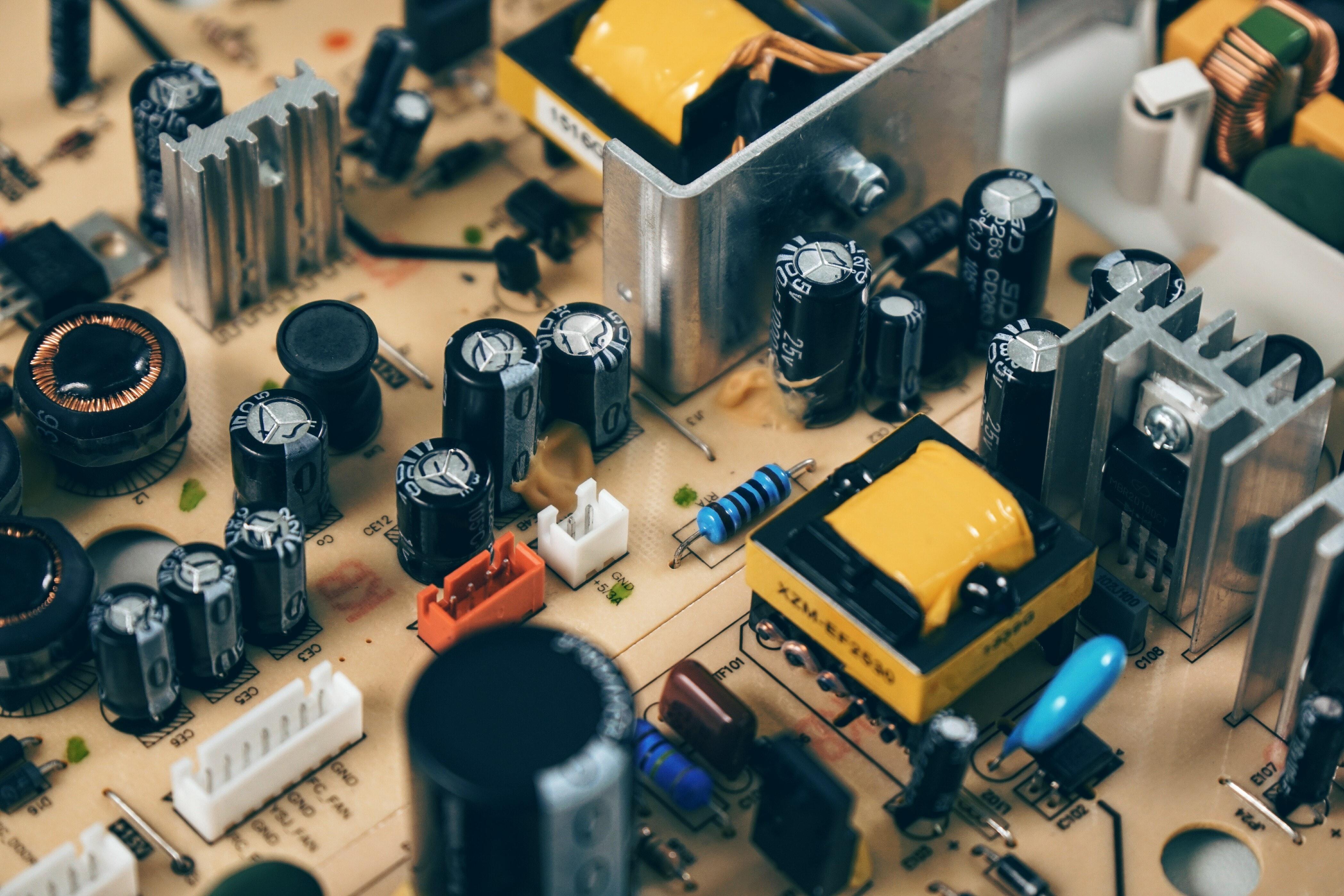 capacitor-chip-circuit-163100