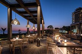 Amara Armyra Restaurant by night - Terra