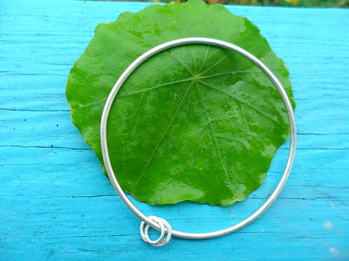 Hand-forged pretty single sterling silver solid bangle 2mm