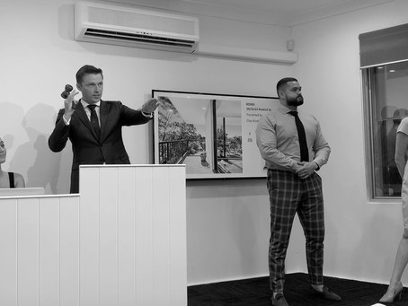 Bondi apartment sold at in-room auction in Double Bay