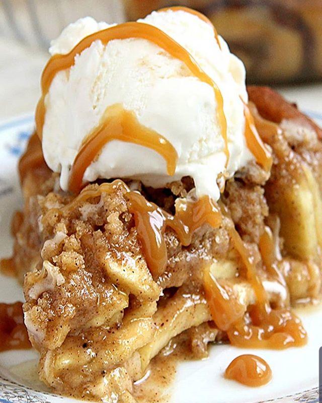 Sticky bun apple pie