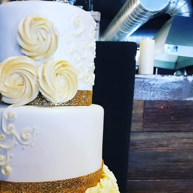 Gold and white wedding magic