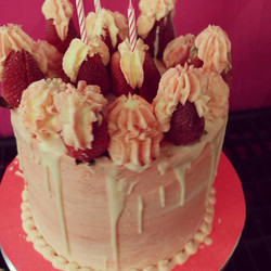 ❤Frozen strawberry ice cake❤_Servings_ 2