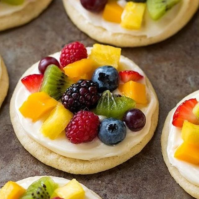 Sugar cookie with cream cheese fruit tar