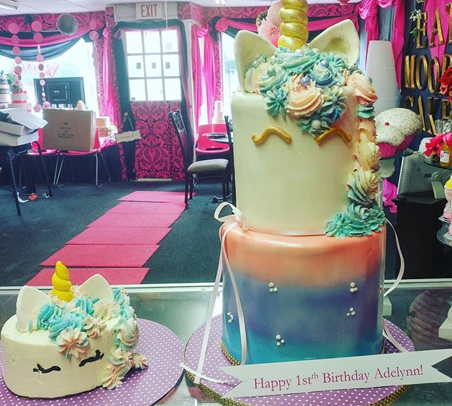 Lil magical #unicorn with lil smash cake