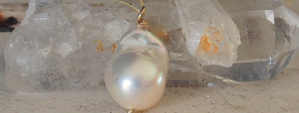 Baroque Natural Pearl with 9ct Yellow Gold Chain