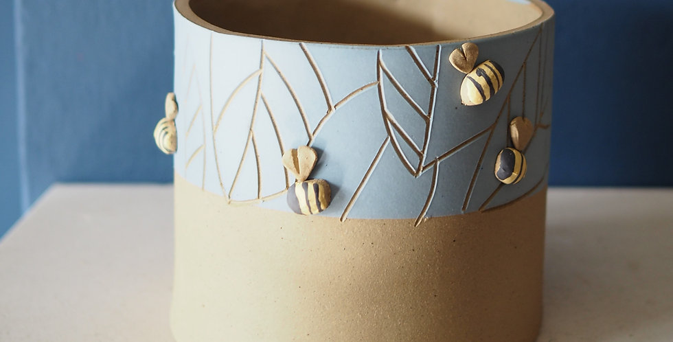 Stoneware Bee Planter Medium Size- KaroArt