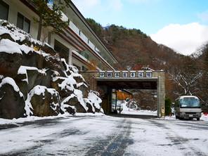 横谷峡 初雪! スタッドレスタイヤでお越しください