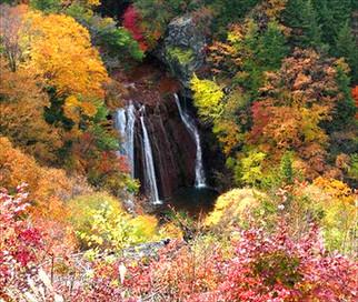 紅葉に囲まれた王滝