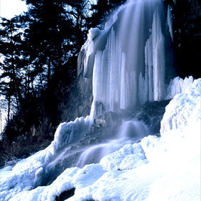 厳冬の乙女滝