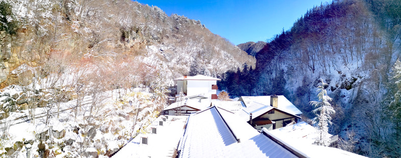 当館・仙峡亭から横谷渓谷を見上げる