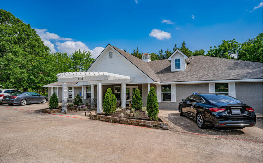Silver Leaf Assisted Living at 4318 W Crawford St