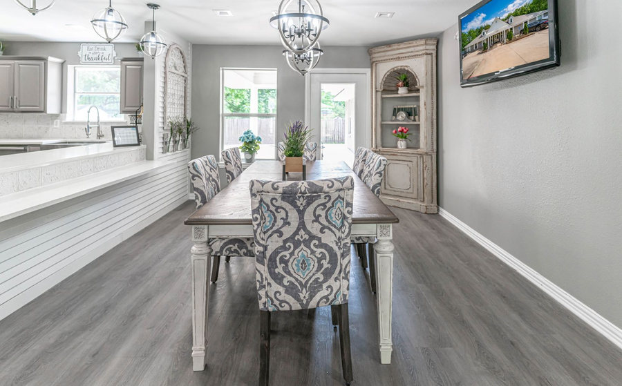 Gorgeous and bright family dining area