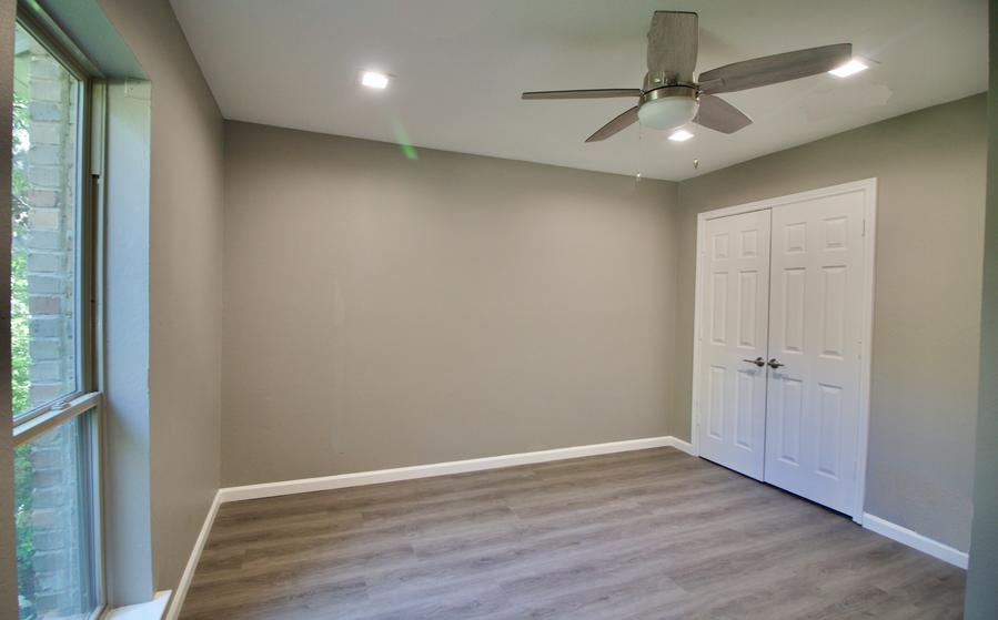 3417 Cross Bend bedroom 2.png