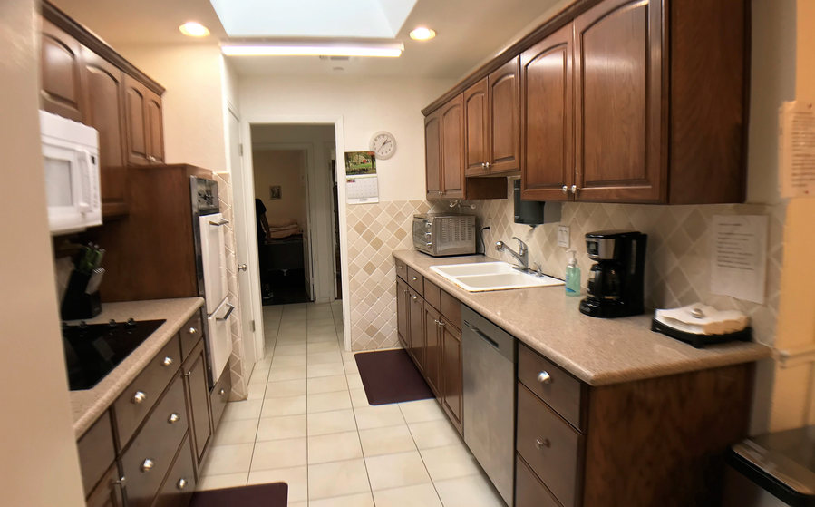Kitchen sink and dish washer.jpeg