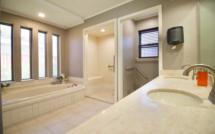 3417 Cross Bend ADA compliant bathroom.png
