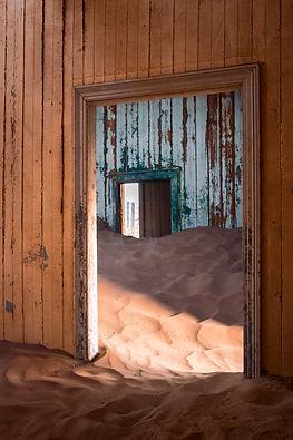 Prospettiva obliqua | Portali. Kolmanskop, Namibia 2019